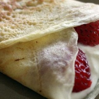 dessert crêpes wtih ricotta and strawberry filling